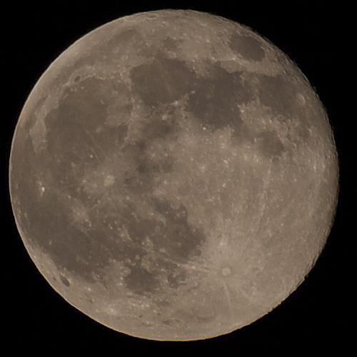 実は地球から見えない月の裏側では各国による領地の取り合いがさかんなのです?